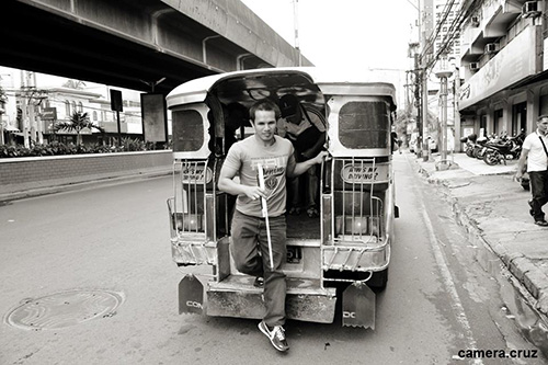 Photo of Dieter alighting from a jeepney