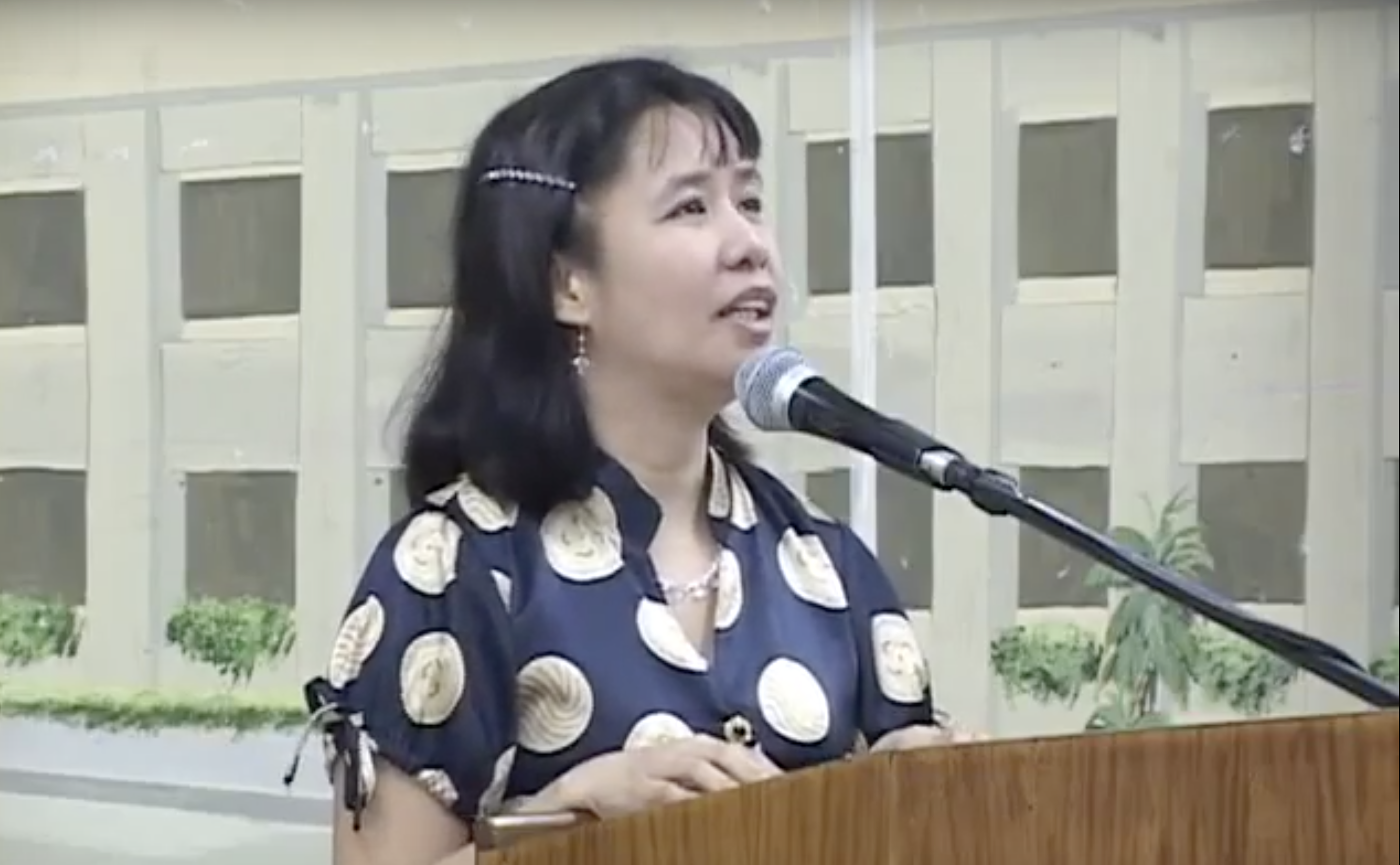 Photo of Carol Catacutan giving a speech